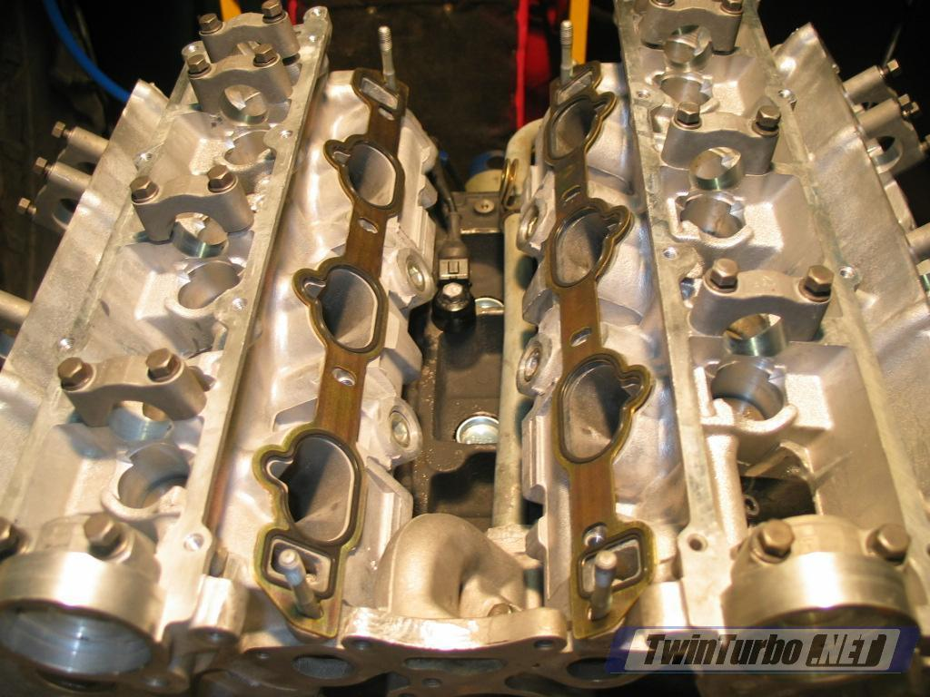 Both left and right intake gaskets to the lower intake plenum are freely  moving, and doesnt feel like a good seal is between the two.